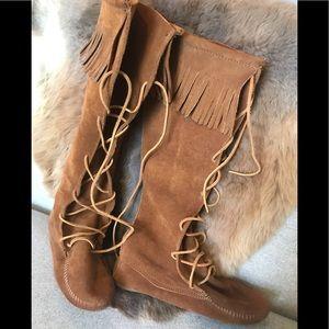 Minnetonka Moccasin Lace Up Boots- size 8 womens